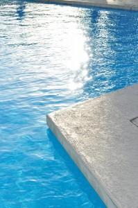 【性格心理テスト】プールで泳ぐ