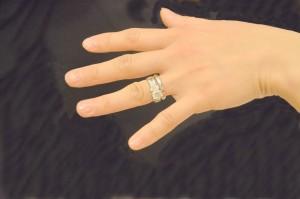 【恋愛心理テスト】 指を引っ張る
